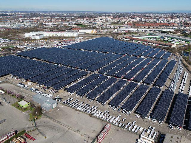 У Франції запрацював «сонячний» навіс на парковці потужністю 16,3 МВт